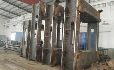 Plywood Hot Press Machine,Cold Press Machine and Hot Press Veneer Dryer Machines In Production